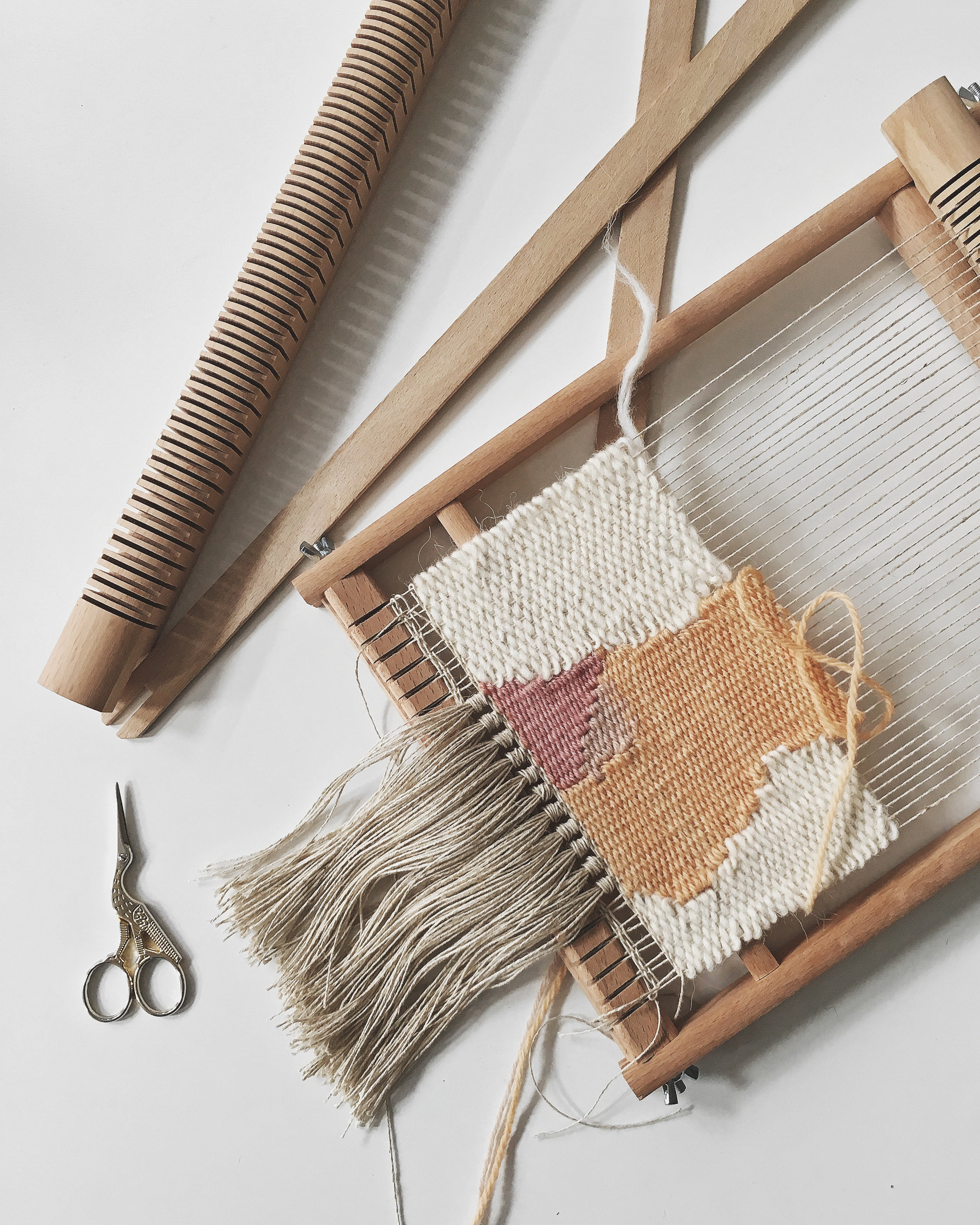 Handwoven tapestry on the wooden loom frame - tips and tutorials linked #weaving #tapestry #wallhanging #loom #tutorial