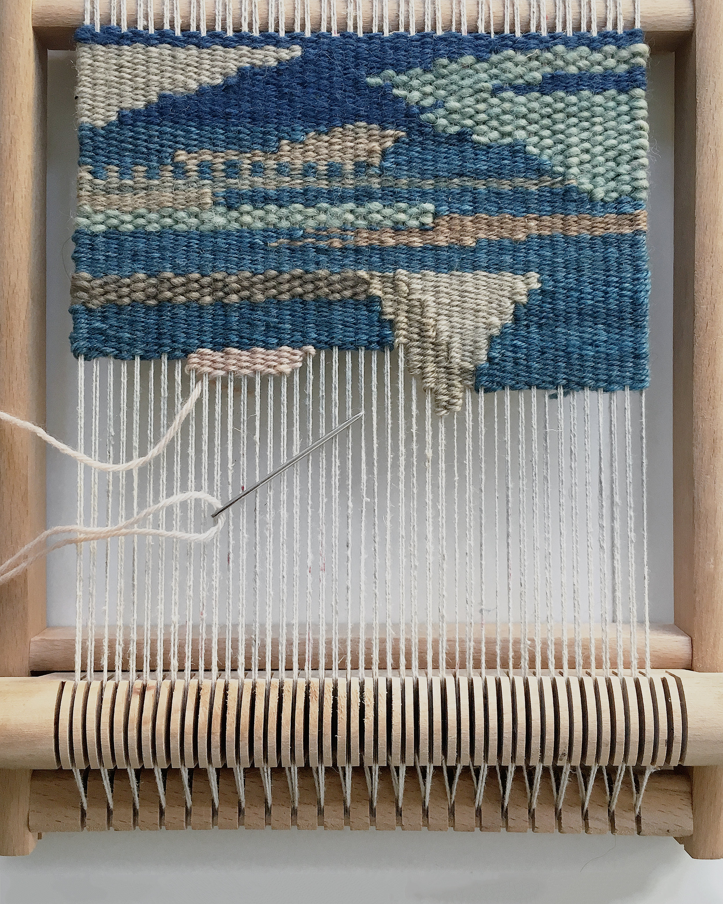 Weaving a free weave on a frame loom - a few rows every day #weaving #frameloom #loom #handwoven #tapestry