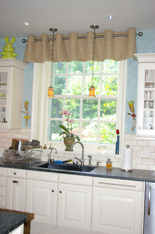 KitchenValanceLg.jpg