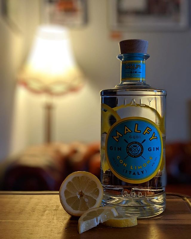 It's a perfect day for some lemony goodness from @malfygin 🍋🍋 #lemongin #malfygin  #ginandtonic #manchester #bury #prestwich