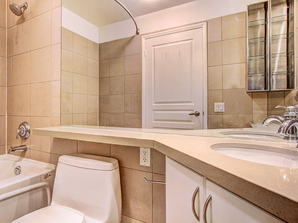 9-Bathroom-1.jpg