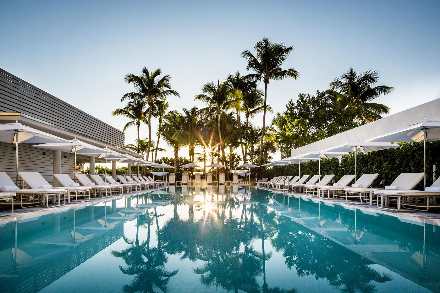 COMO Met Miami Pool.jpg