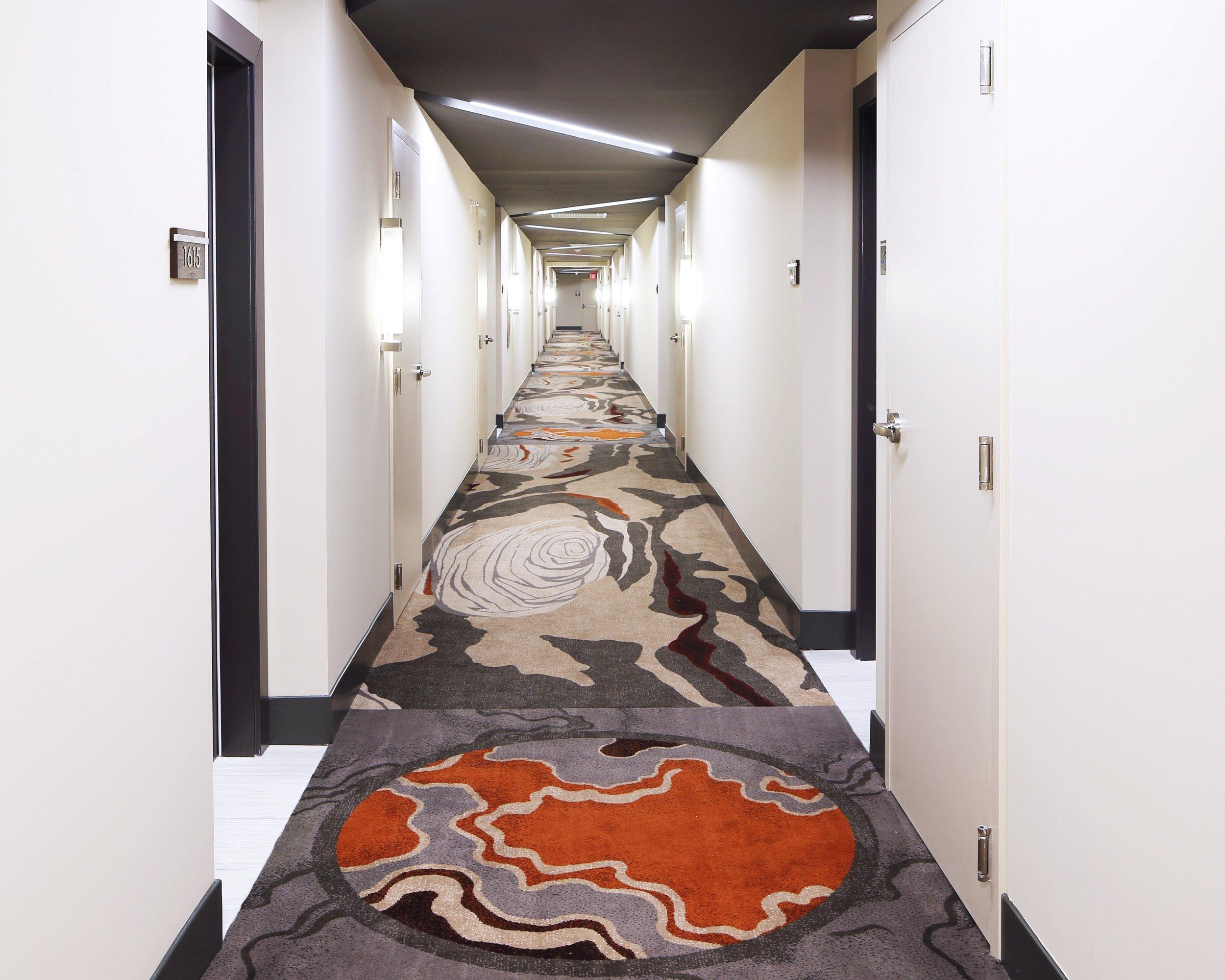 Met 3 Corridor.jpg