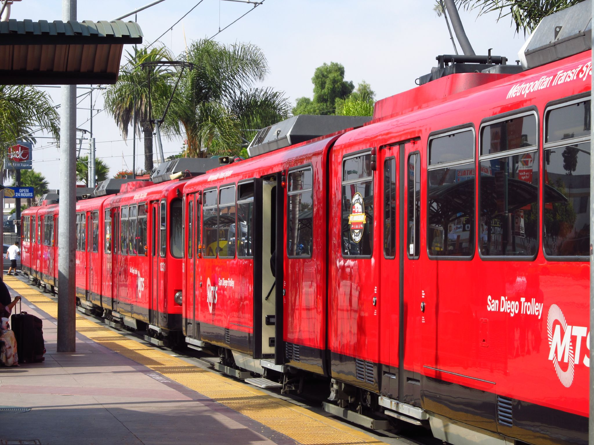 San Diego Blue Line trolley courtesy Jasperdo on Flickr_2.jpg