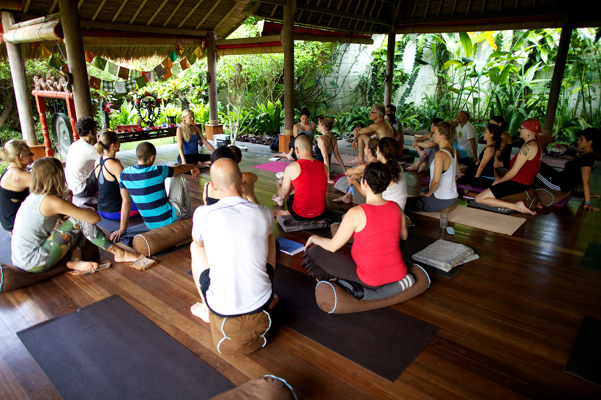 Embodied Flow Yoga Philosophy Meditation Somatic Movement Therapy School.jpg