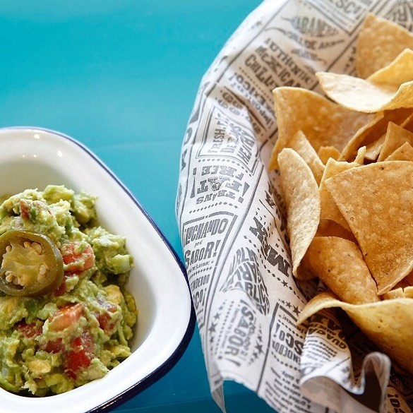 mmmm tasty warm, hand-cut traditional tortilla corn chips with a side of freshly made guacamole and salsa! Visit us at CANTINA and enjoy a MEXICAN fiesta 🎉