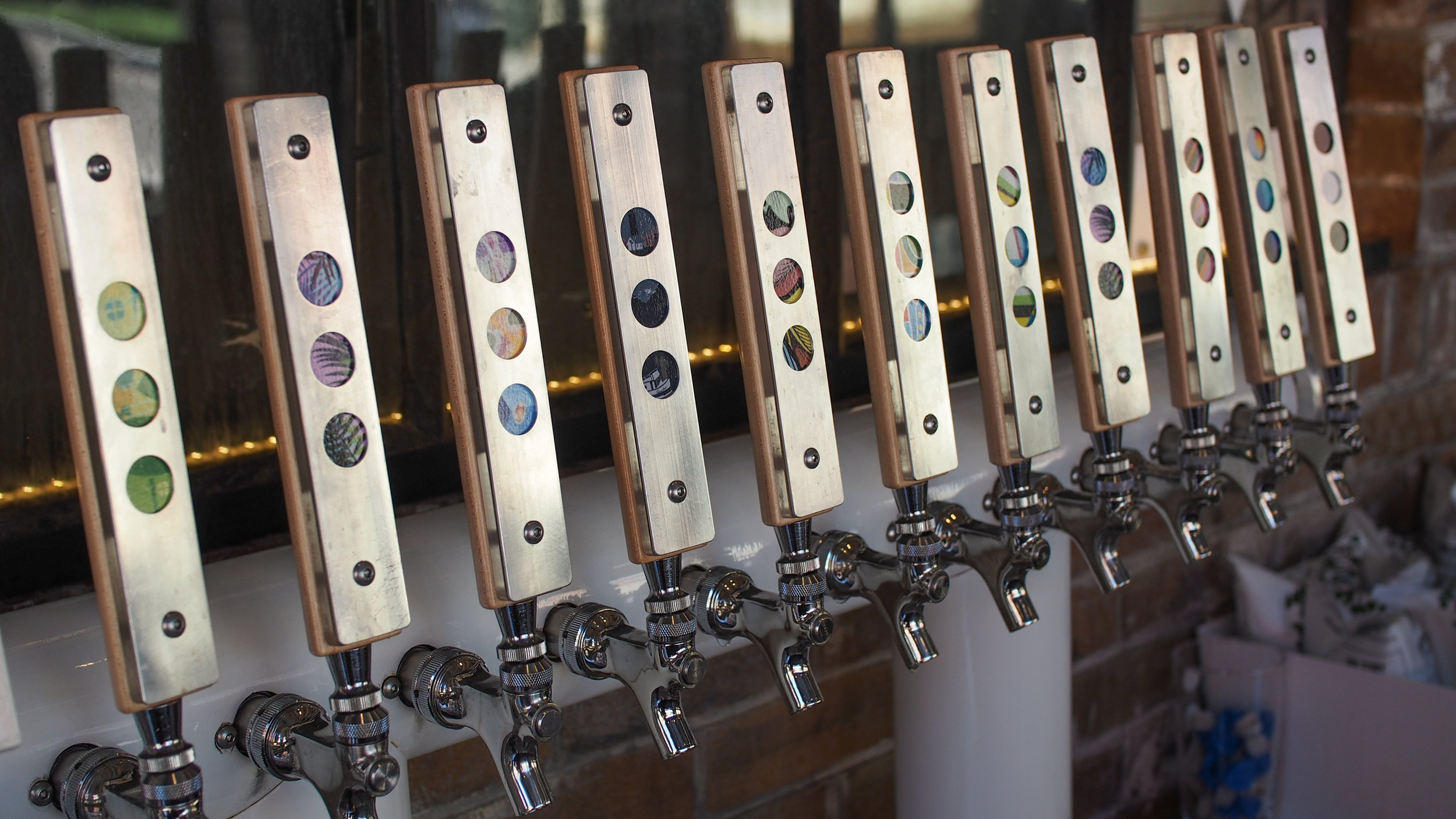 3 POINTS TAP HANDLES - WITH INTERCHANGEABLE ARTWORK