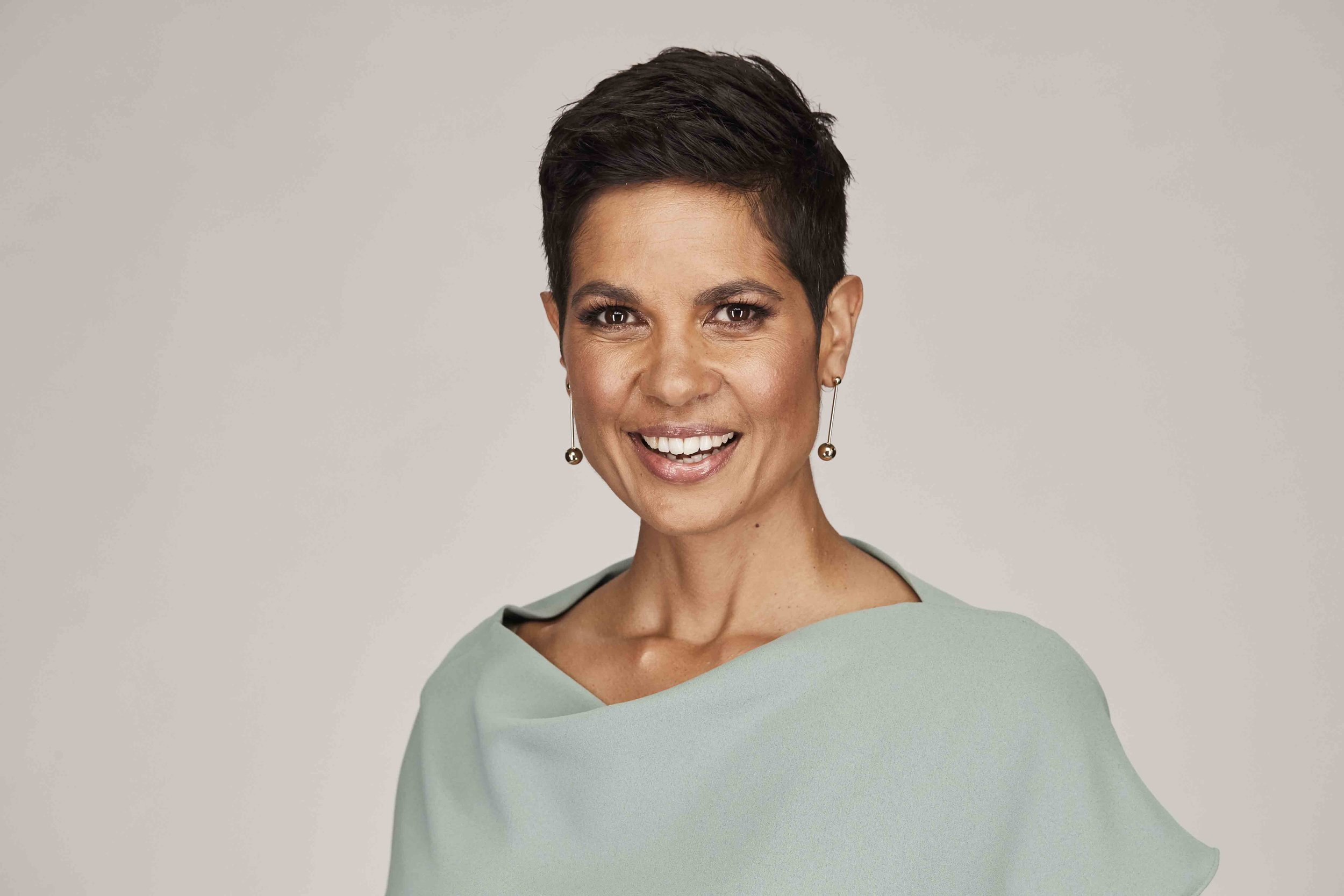 - Presenter of Ten Eyewitness News Perth for ten years, Narelda's on air role has opened the door to many opportunities including working with charities and world leaders.