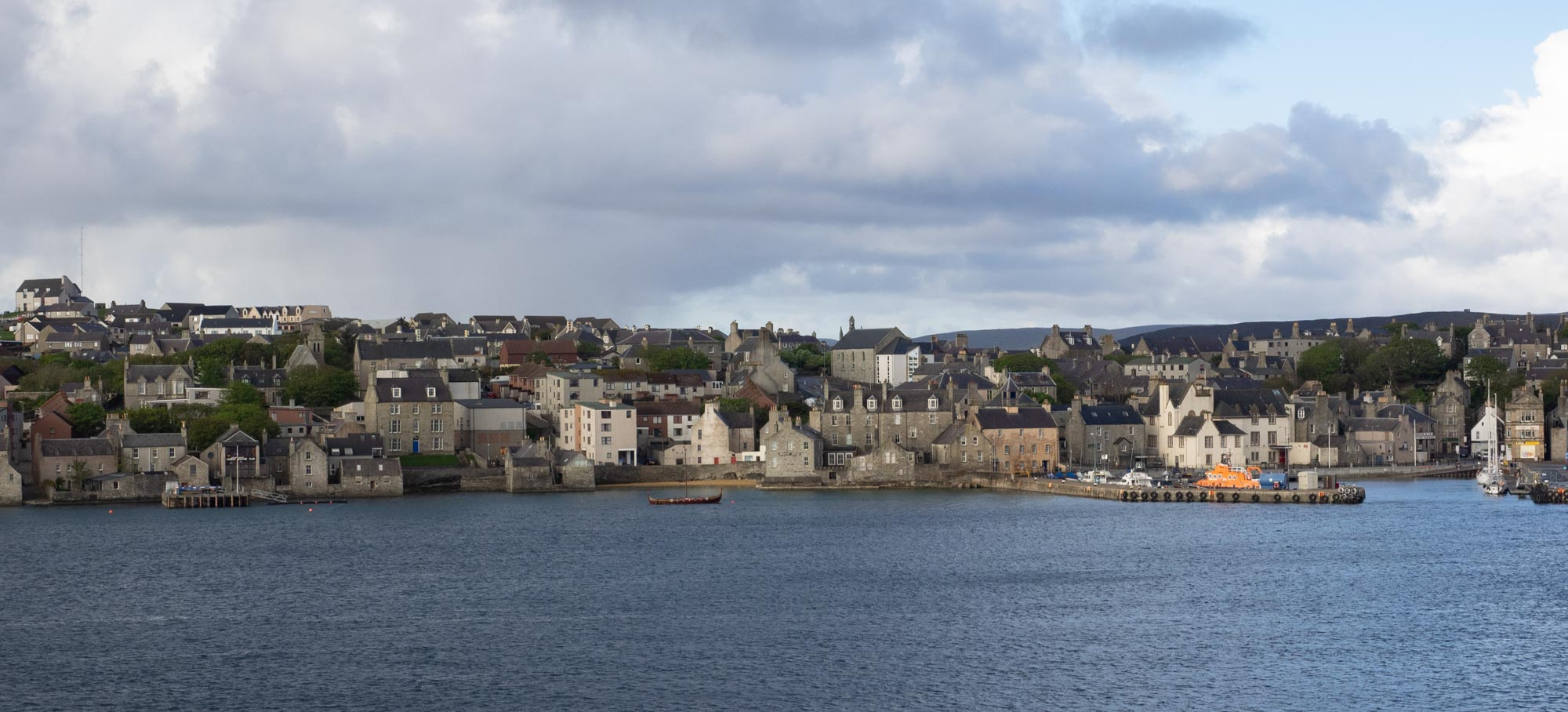 Lerwick, population 7000, is the only town in Shetland and the most northerly town in the British Isles. At 60.15N, it's about the same latitude as Helsinki (Finland) and Anchorage (Alaska). The equivalent distance from the equator in the southern hemisphere is way, way south of Macquarie Island (54.37S)!