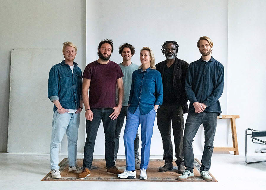 From left to right: Paul Roest (filmmaker), Jerome de Lint (photographer), Ruben Faber (filmmaker), Dorien Franken (founder/creative director), Siji Jabbar (editor-at-large/translator), Ruben van Duijn (filmmaker).