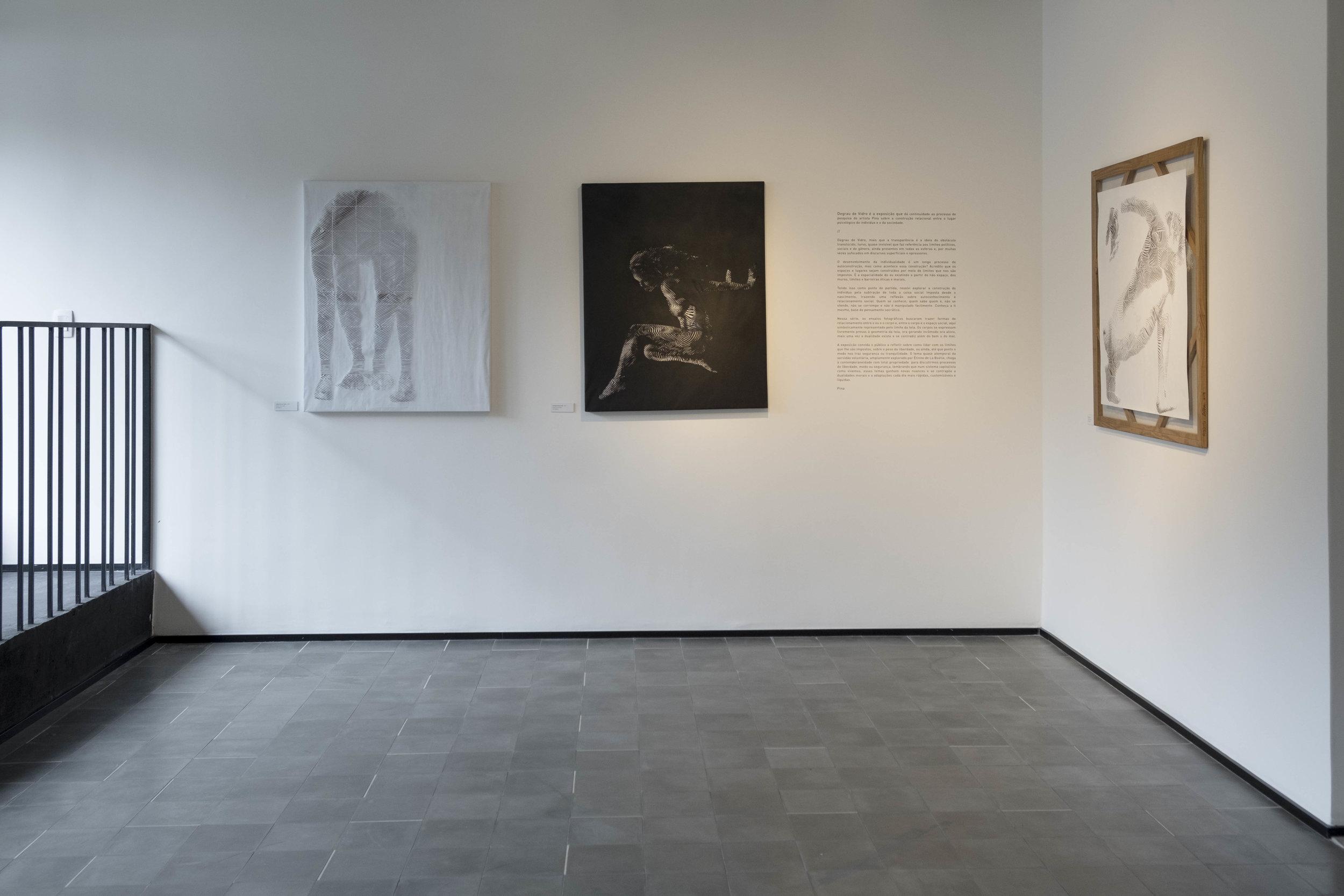 Exposição Degrau de Vidro por Pina