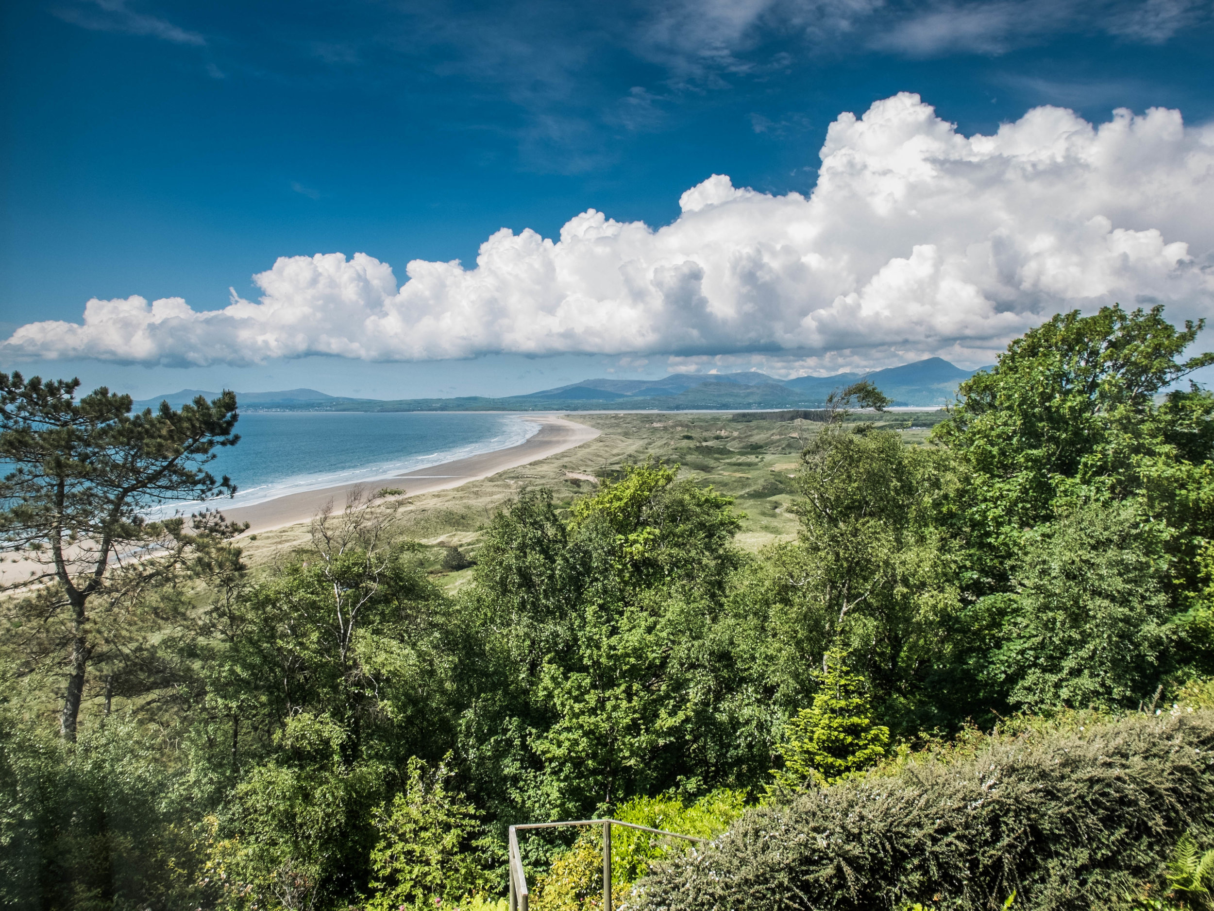 Remarkable beach and mountain views from the Hafod Wen Cottage