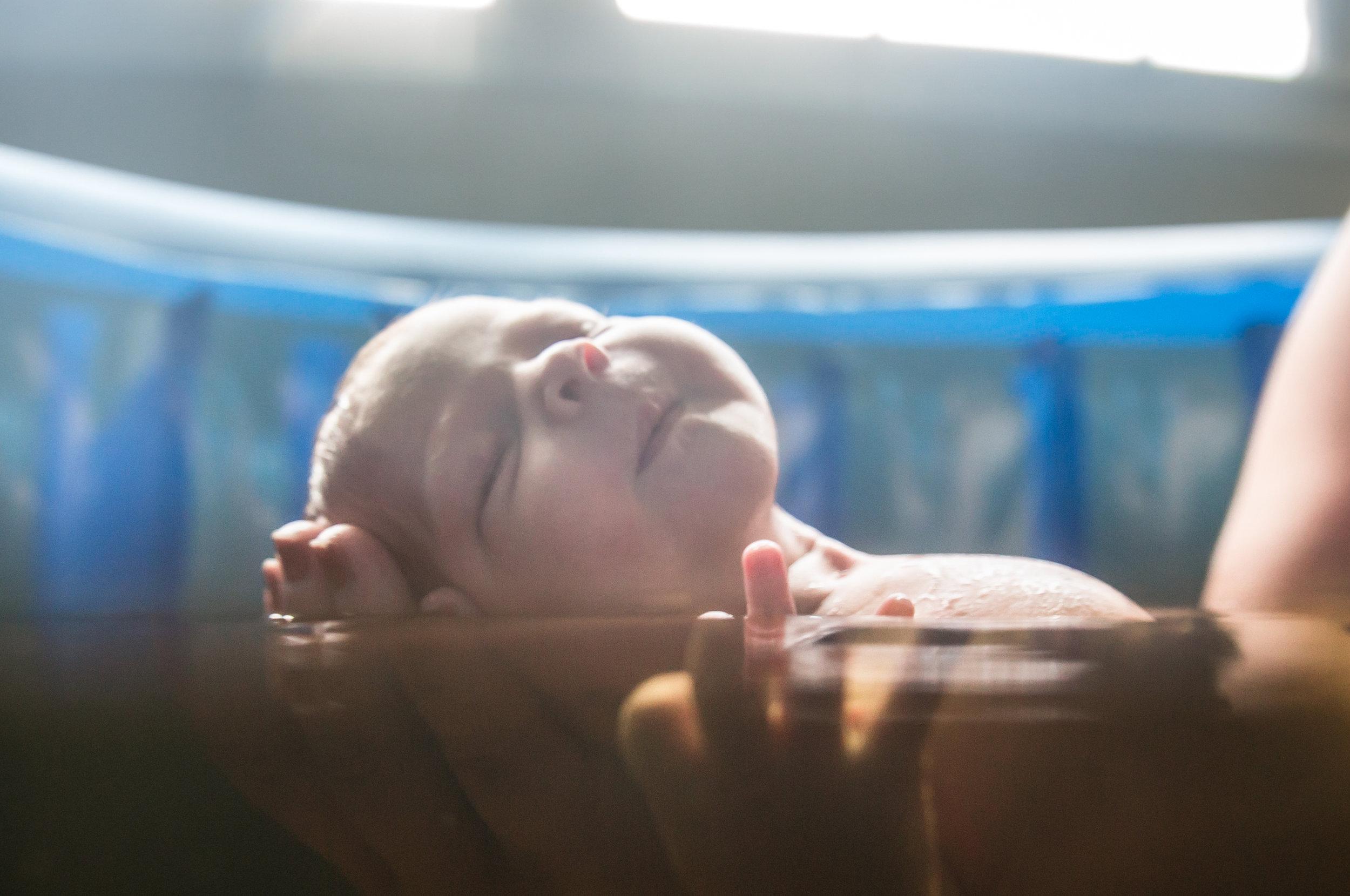 waterbirth_Tulsa_midwife_bath
