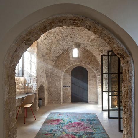 dezeen_Jaffa-House-by-Pitsou-Kedem_4sq.jpg