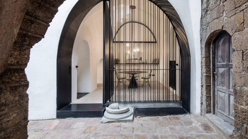 modern-cave-pitsou-kedem-architecture-residential-tel-aviv-israel_dezeen_hero-a-852x479.jpg