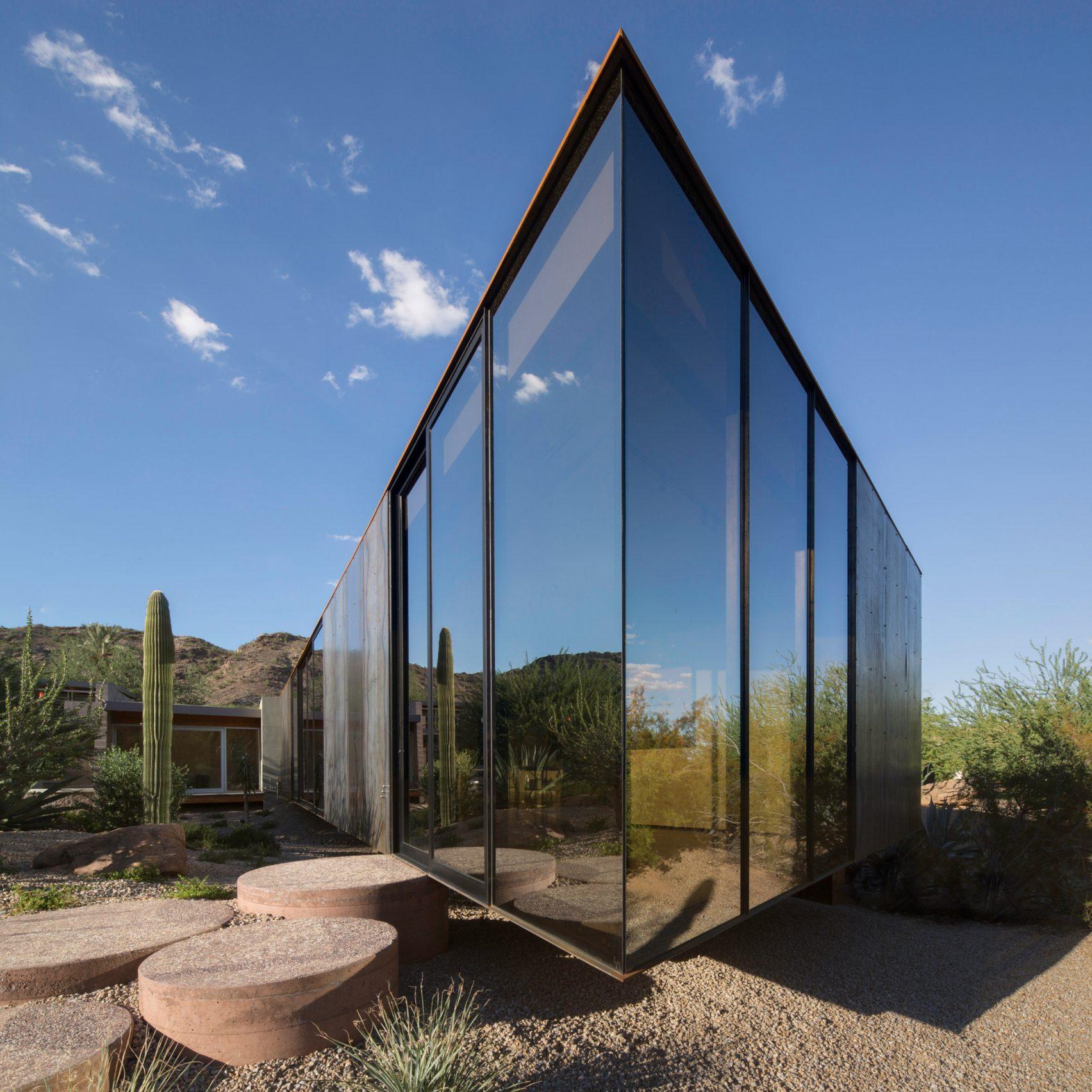 little-art-studio-chen-suchart-architecture-arizona-usa_dezeen_sq-1704x1704.jpg