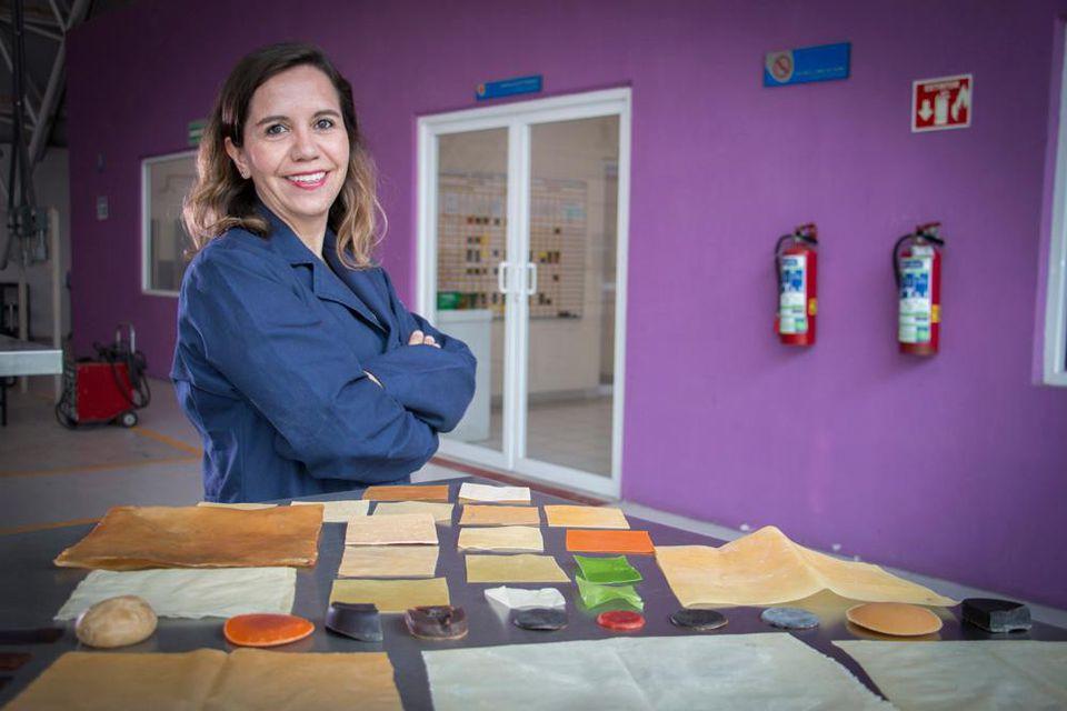 Sandra Pascoe Ortiz with different variations of her new plastic UNIVERSITY OF VALLE DE ATEMAJAC