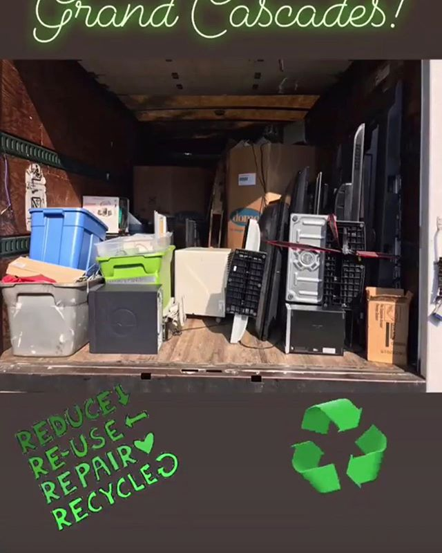 Once again, such a great turnout! Thank you Grand Cascades for helping us raise awareness. ♻️ Don't worry if you missed this one... We have more coming up! If your neighborhood would like to set something up, let us know! #communityengagement #gogreen #nonprofit #electronics #recycling #donate #ewaste