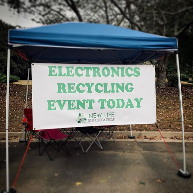 We're out at Kensington Farms in Milton until 2PM today. Stop by with your unwanted electronics! ♻️🖥💻📱