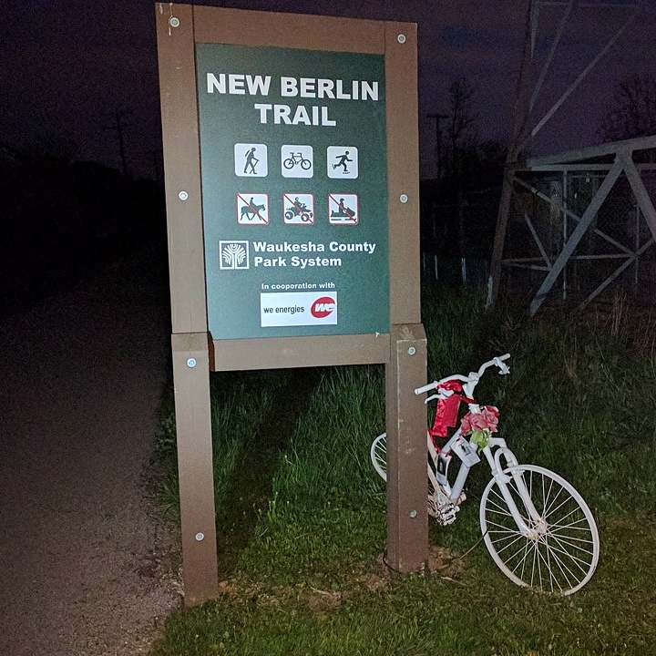 Ghostbike, New Berlin Trail, May 2017