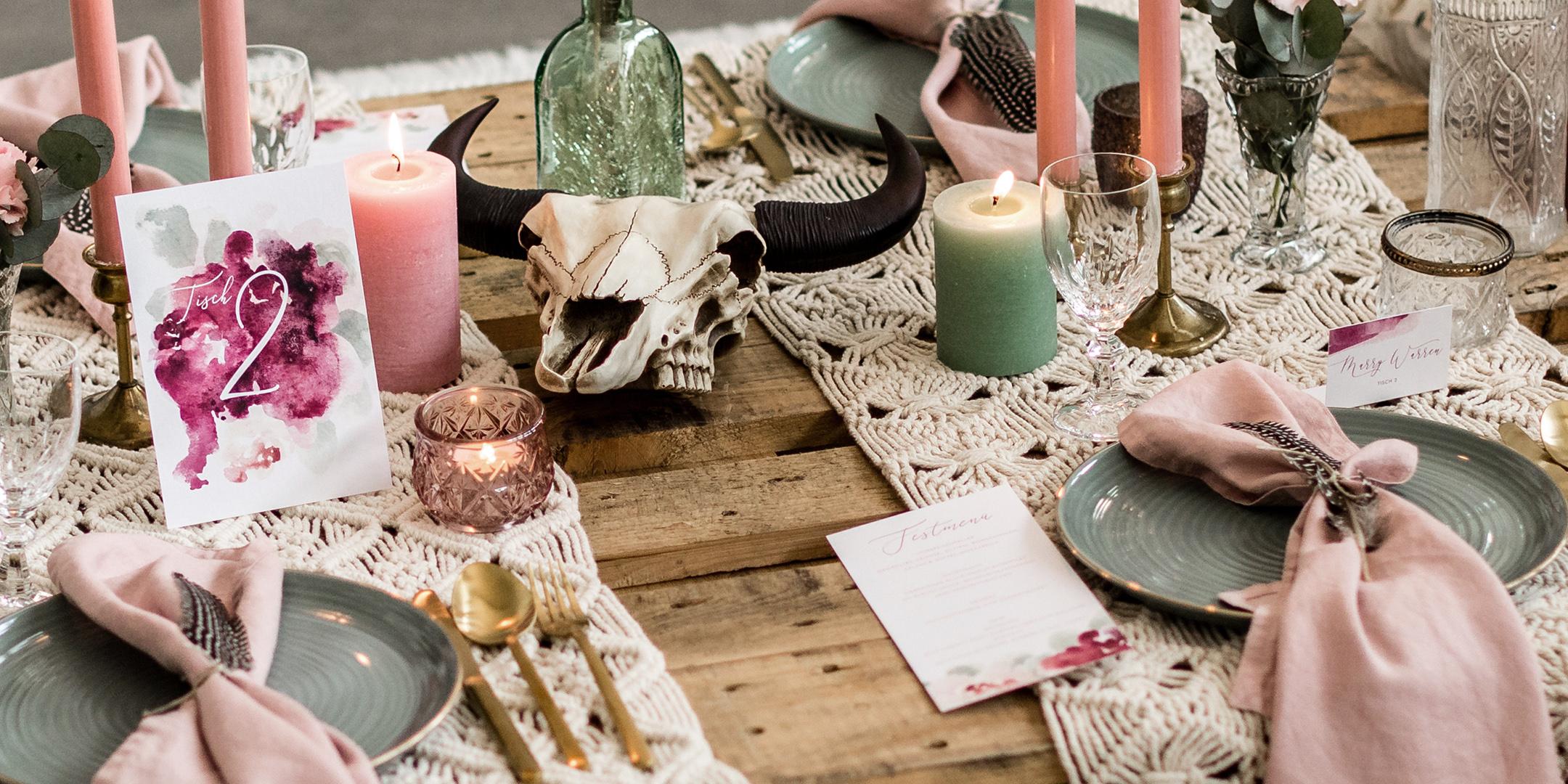 """HOCHZEITS-DECOR - Menus, Tischnummern, Namenskärtchen, Leinwand-Gästebuch, Kalligrafie etc. wir bieten Ihnen verschiedene """"day of pieces"""" speziell für Ihren Hochzeitstag. Alle Stücke sind liebevoll von Hand gefertigt. Wir sind stolz auf jedes Exemplar und hoffen, dass es Ihnen genauso viel Freude bereitet wie für uns das kreieren!""""Day of Pieces"""""""