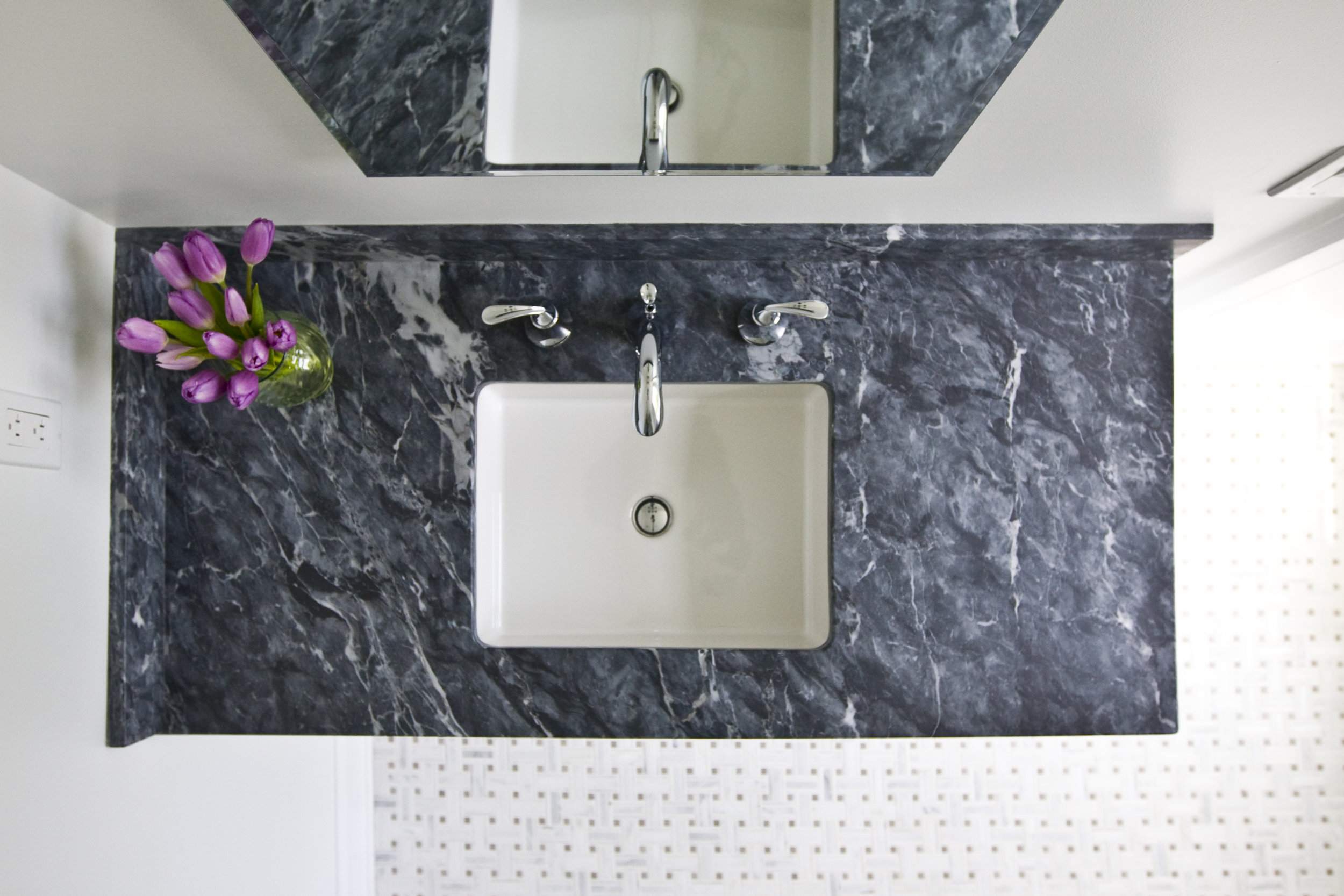 MATERIALS USED: ARGENTO MARBLE