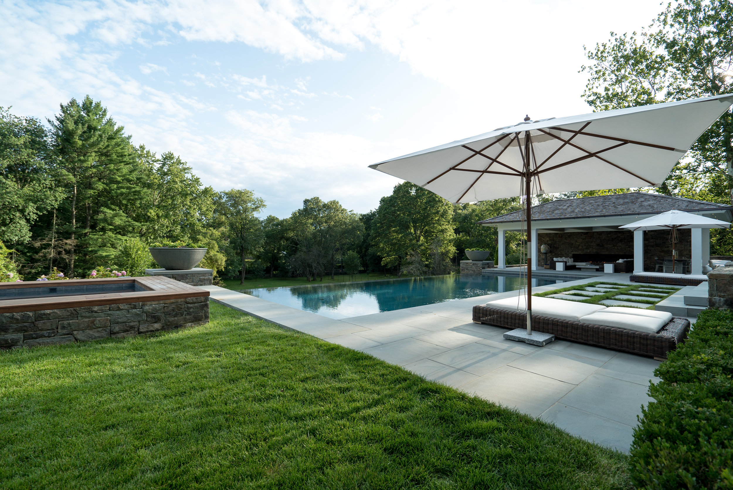 MATERIALS USED: BROOKLINE THINSTONE HOT TUB, THERMAL BLUESTONE POOL SURROUND