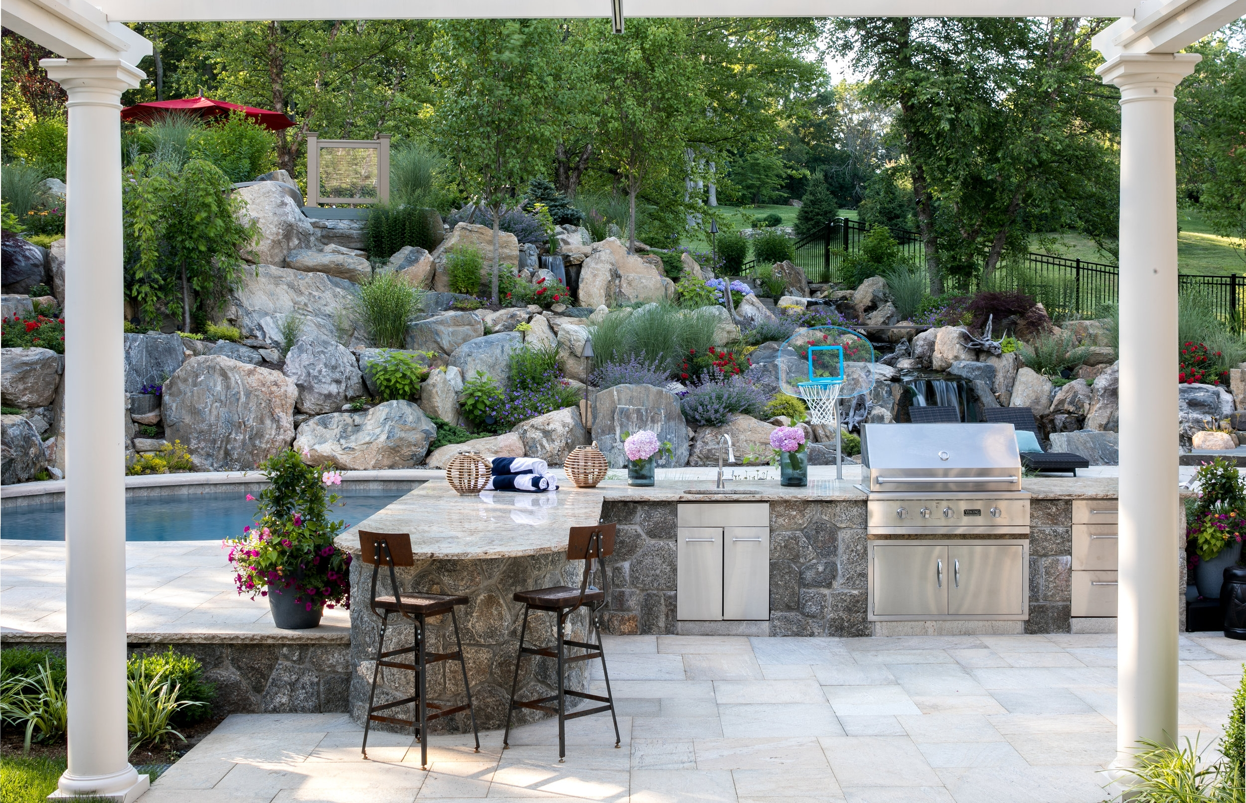 MATERIALS USED: FALMOUTH BUFF GRANITE COUNTER, CUSTOM GAULT NATURAL VENEER BLEND ON BBQ FACE