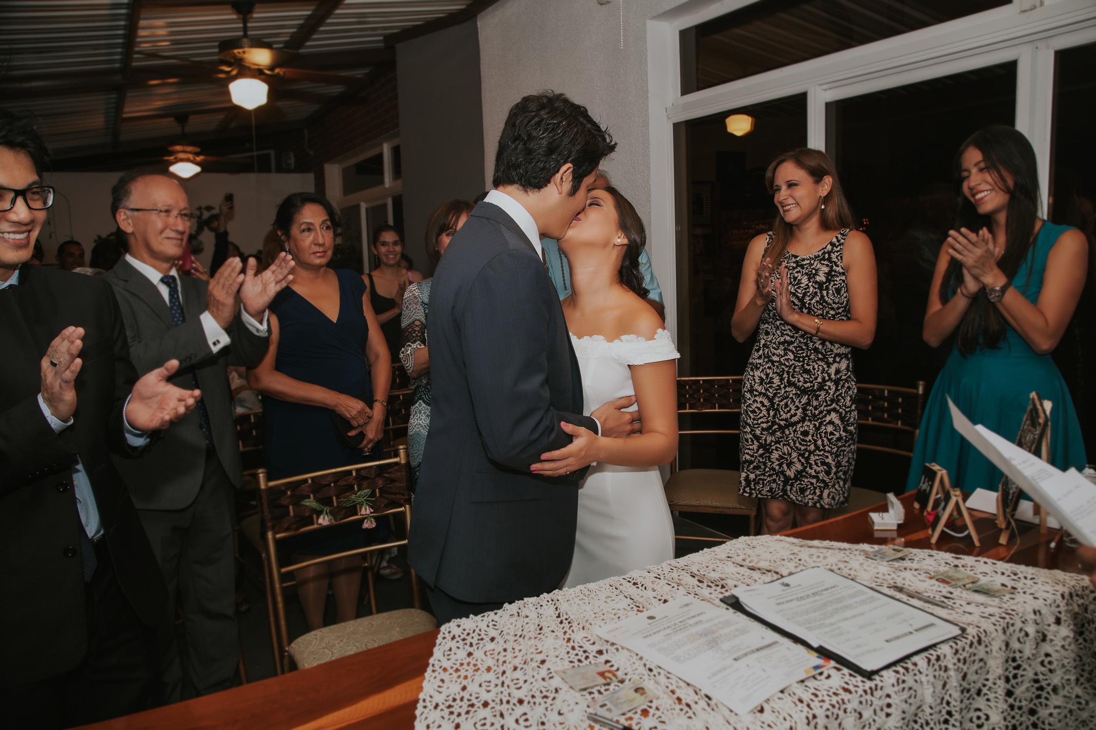Michelle-Agurto-Fotografia-Bodas-Ecuador-Destination-Wedding-Photographer-Adriana-Allan-17.JPG