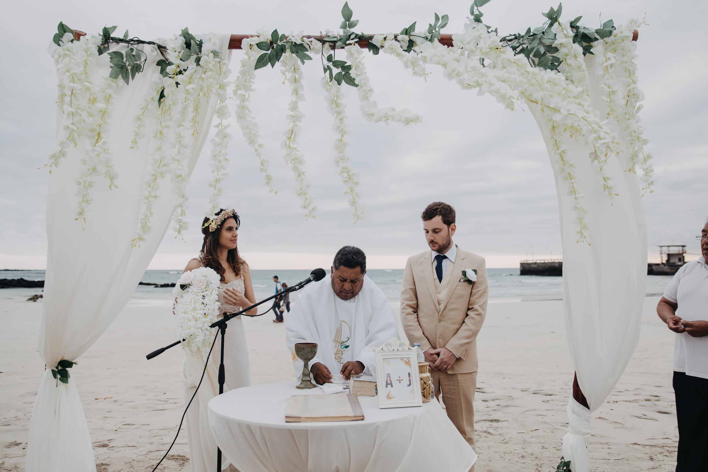 Michelle-Agurto-Fotografia-Bodas-Ecuador-Destination-Wedding-Photographer-Galapagos-Andrea-Joaquin-139.JPG