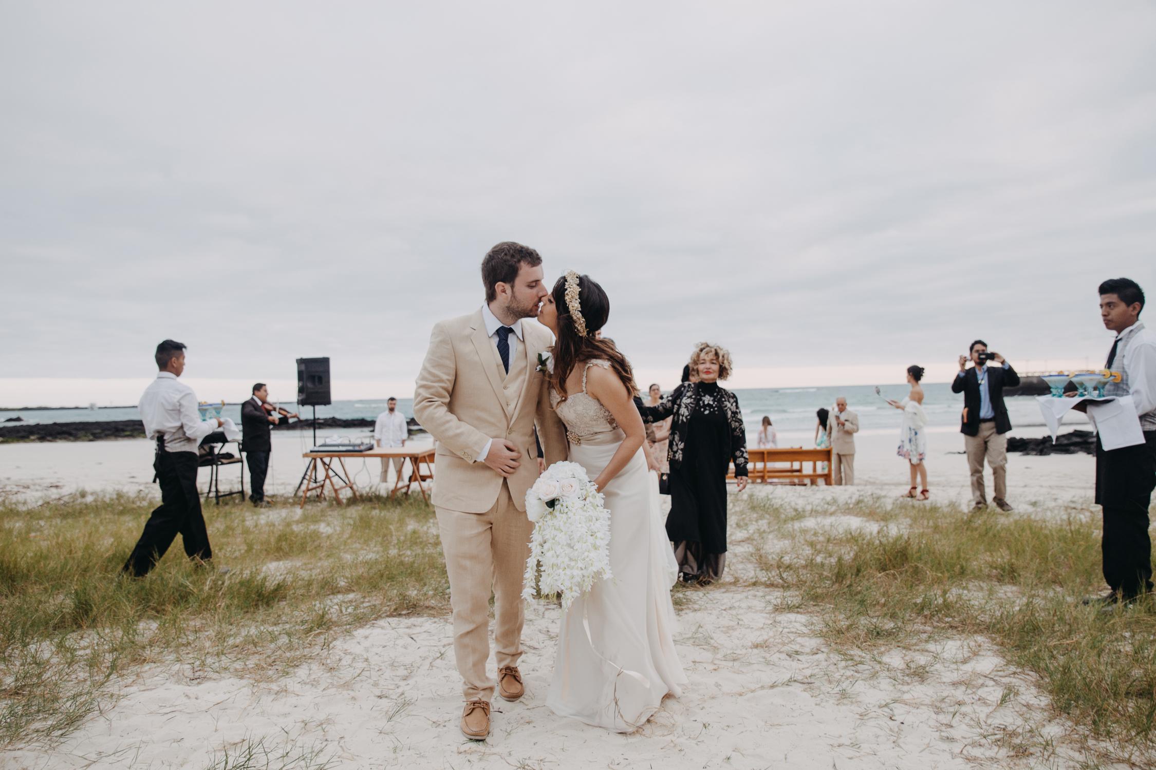 Michelle-Agurto-Fotografia-Bodas-Ecuador-Destination-Wedding-Photographer-Galapagos-Andrea-Joaquin-163.JPG