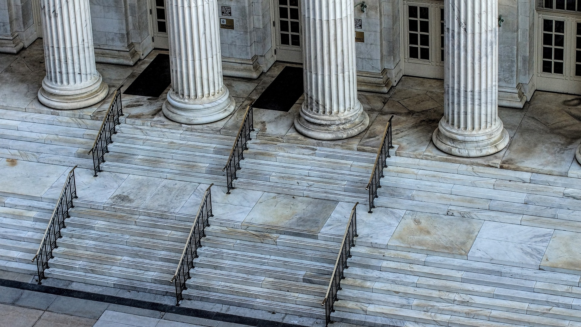 website - courthouse-1223280_1920.jpg