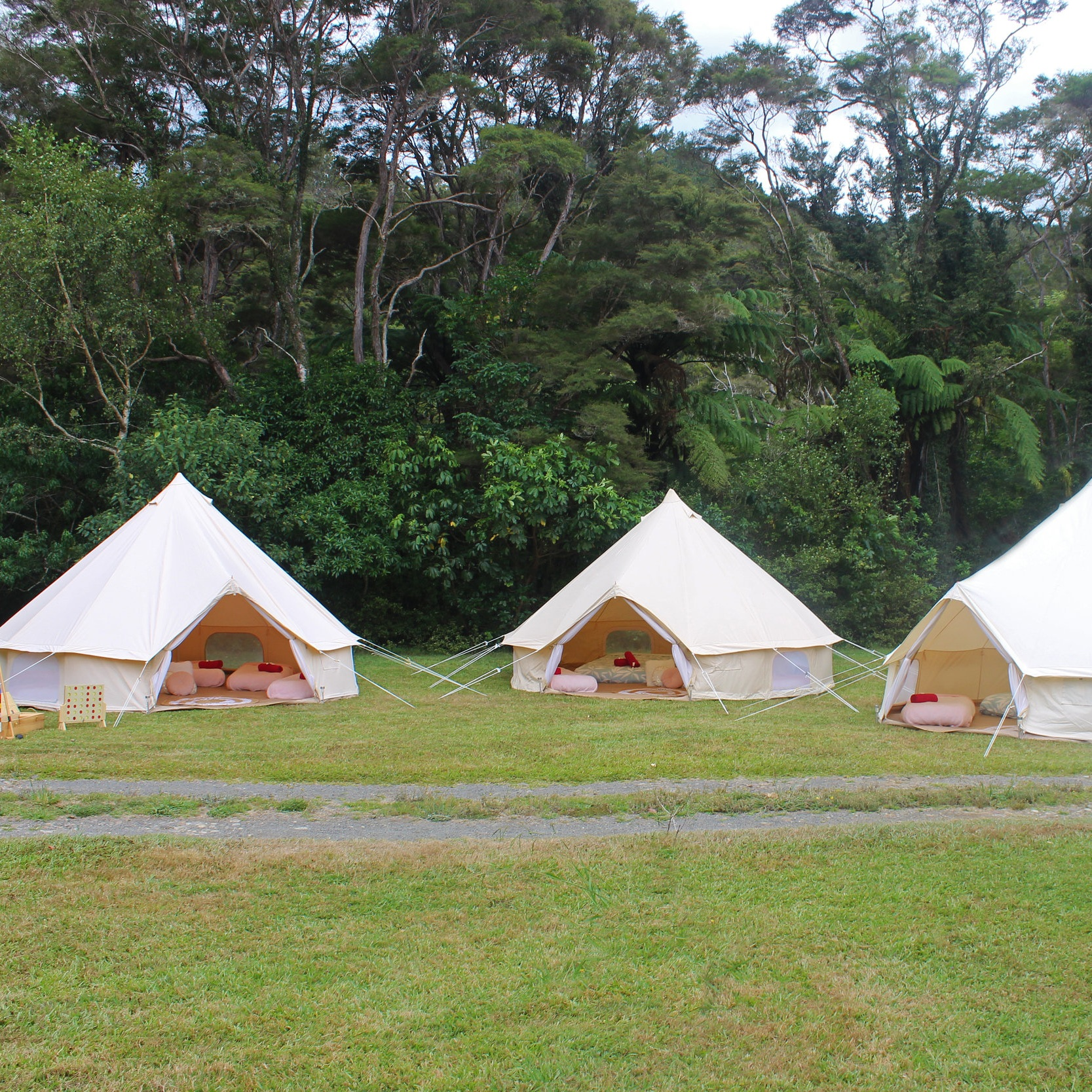 bell-tent-party-glamping