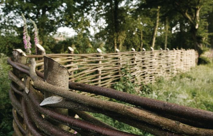 700_walnuts-farm-location-house-fence2.jpg
