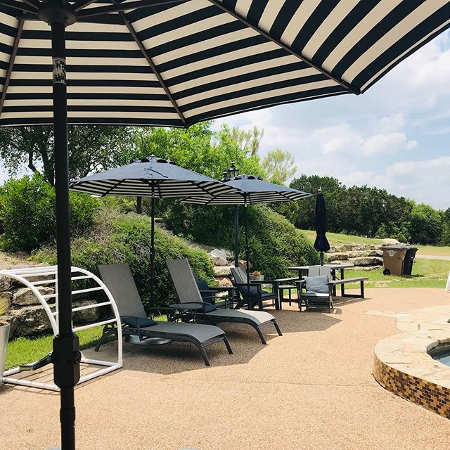 Staying cool by the pool with new stripey umbrellas!  # . . . #texashillcountry #dstx  #quiltingretreat #makersgetaway #sewingretreat #retreats #vrbo