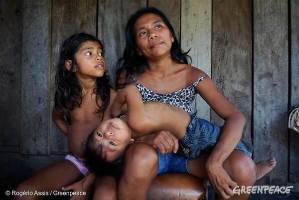 Munduruku mother and her children in the Amazon