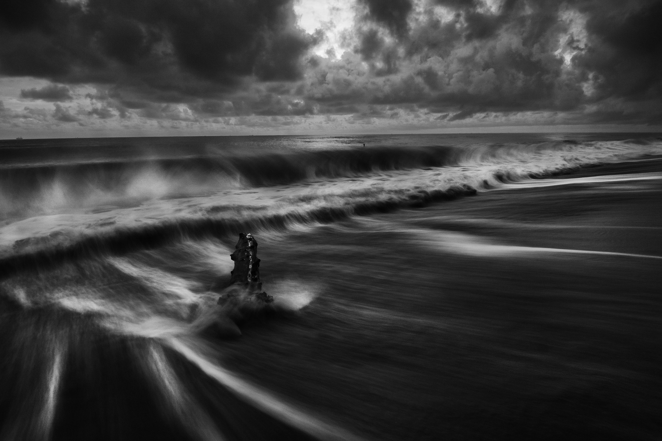 beach-black-and-white-cloudy-322592.jpg