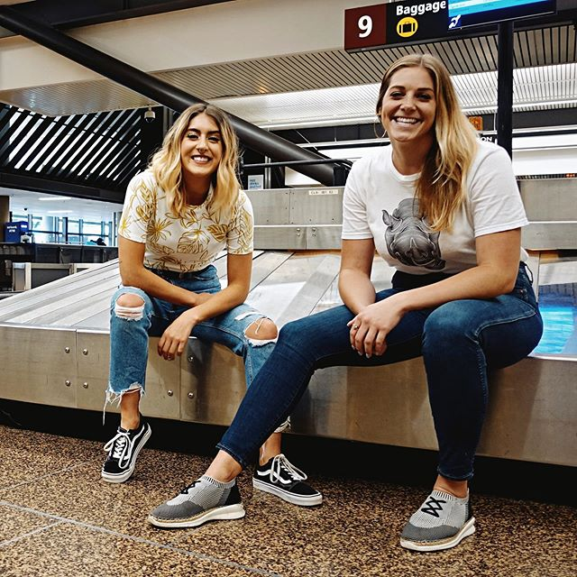 Loved filming this video with @seatacairport thanks so much @kateofseattle for showing me around!!! Let me know what you guys think and what shop/restaurant you most want to try #linkinbio 😋 ... #seatacairport #seattle #rachelwadorf #travelseattle