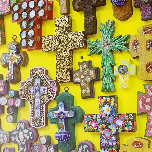 Every piece of art in my home is tied to a memory and I am thrilled to finally have found spots for these treasures that I brought back from Mexico. How did I do? . . Can you imagine how much time I spent choosing from the wall of handmade crosses? 😳 . . . . . . #pedregal #cabosanlucas #cabo #travelgram #travel #art #glassart #homedecor #mexico #sactown #writersofinstagram