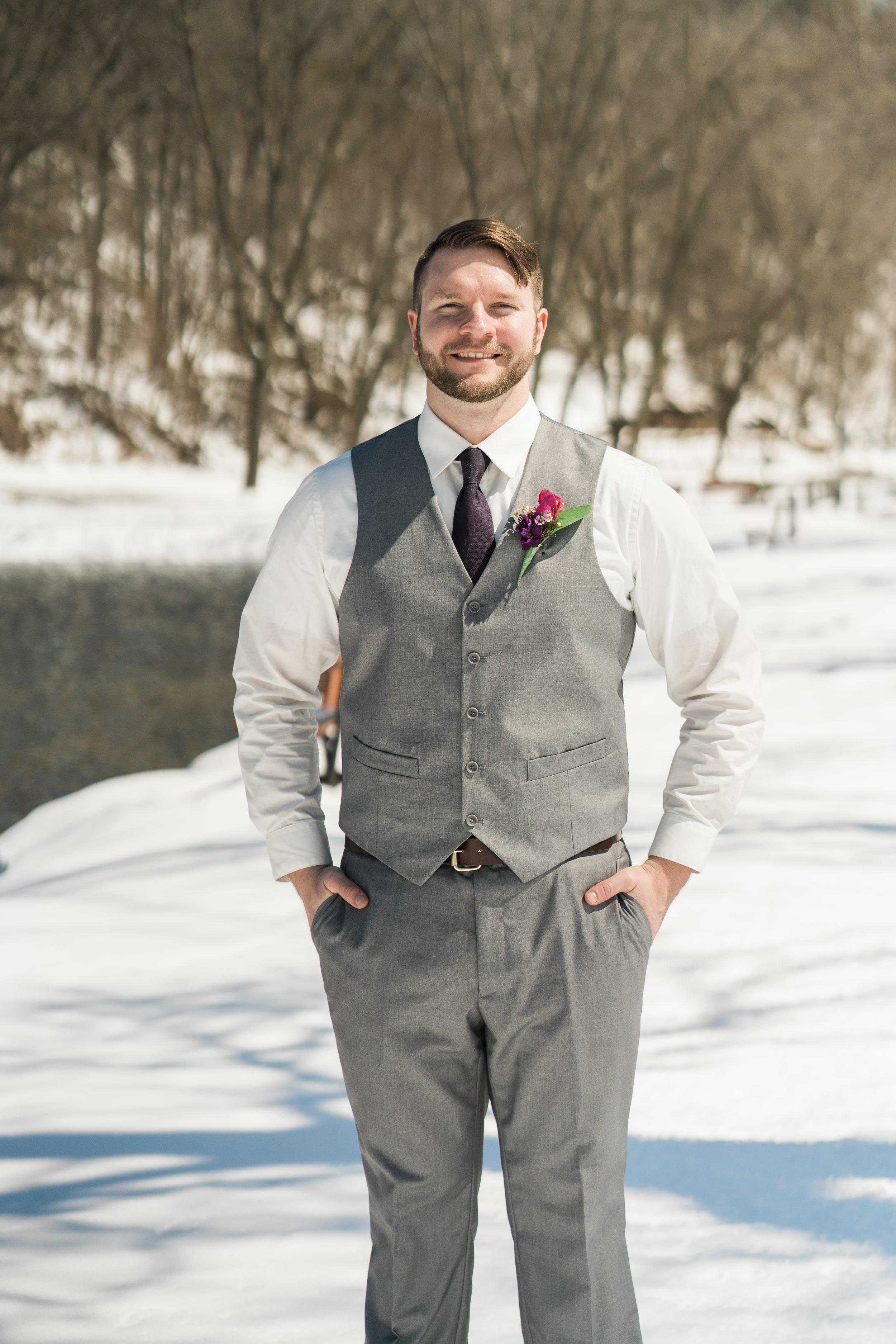 snowy-intimate-wedding-23.jpg