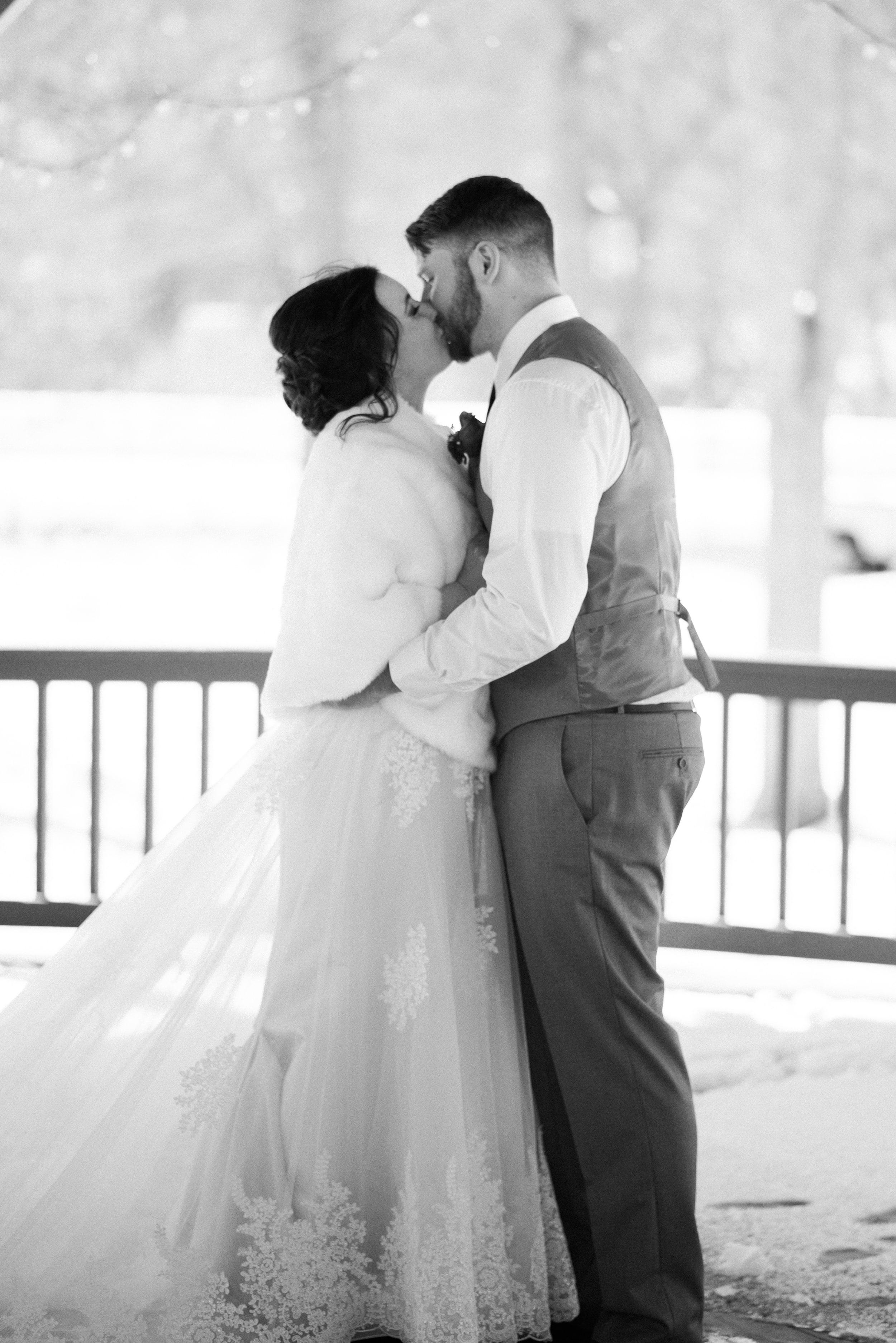 snowy-intimate-wedding-30.jpg