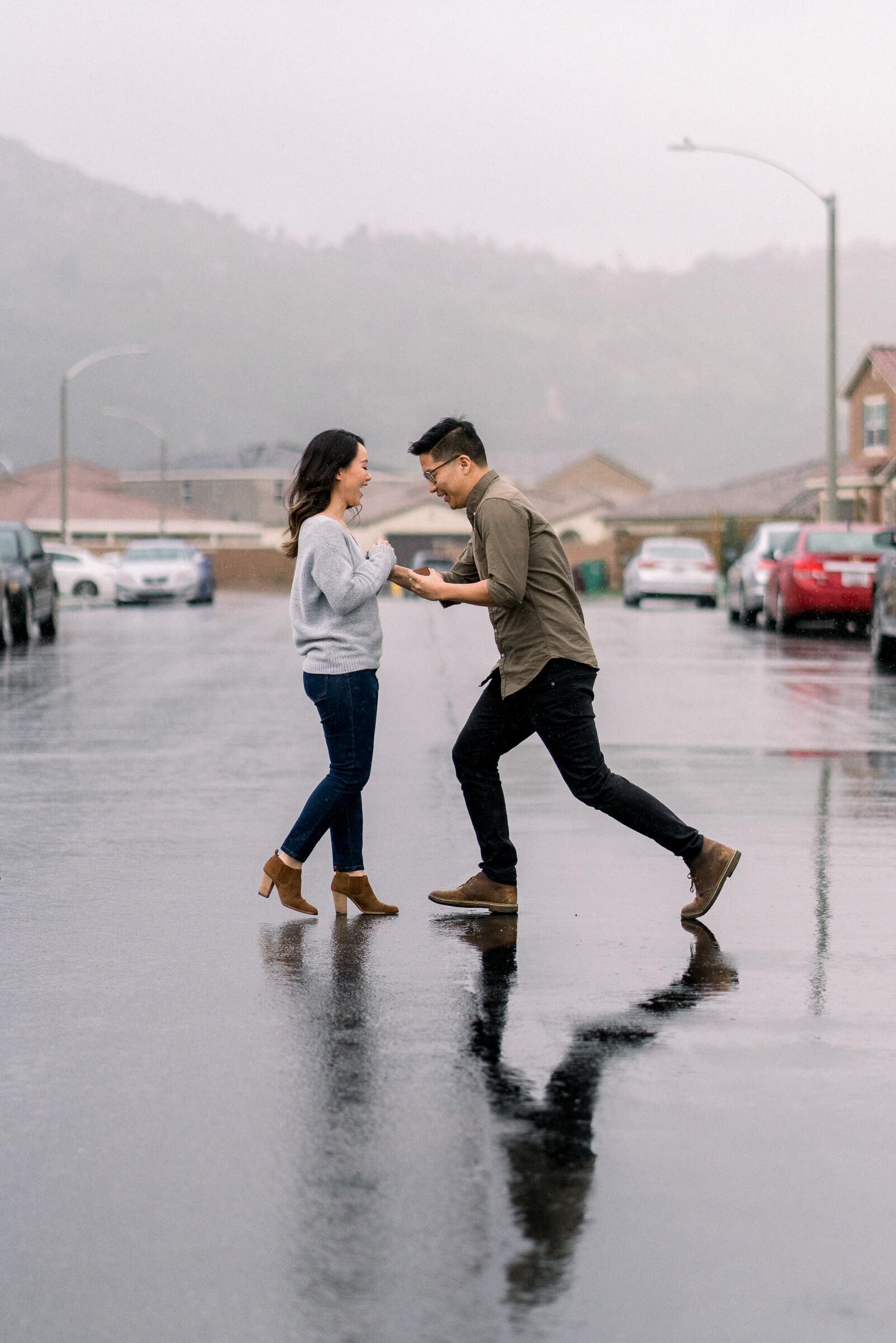 rainy-surprise-proposal-14.jpg