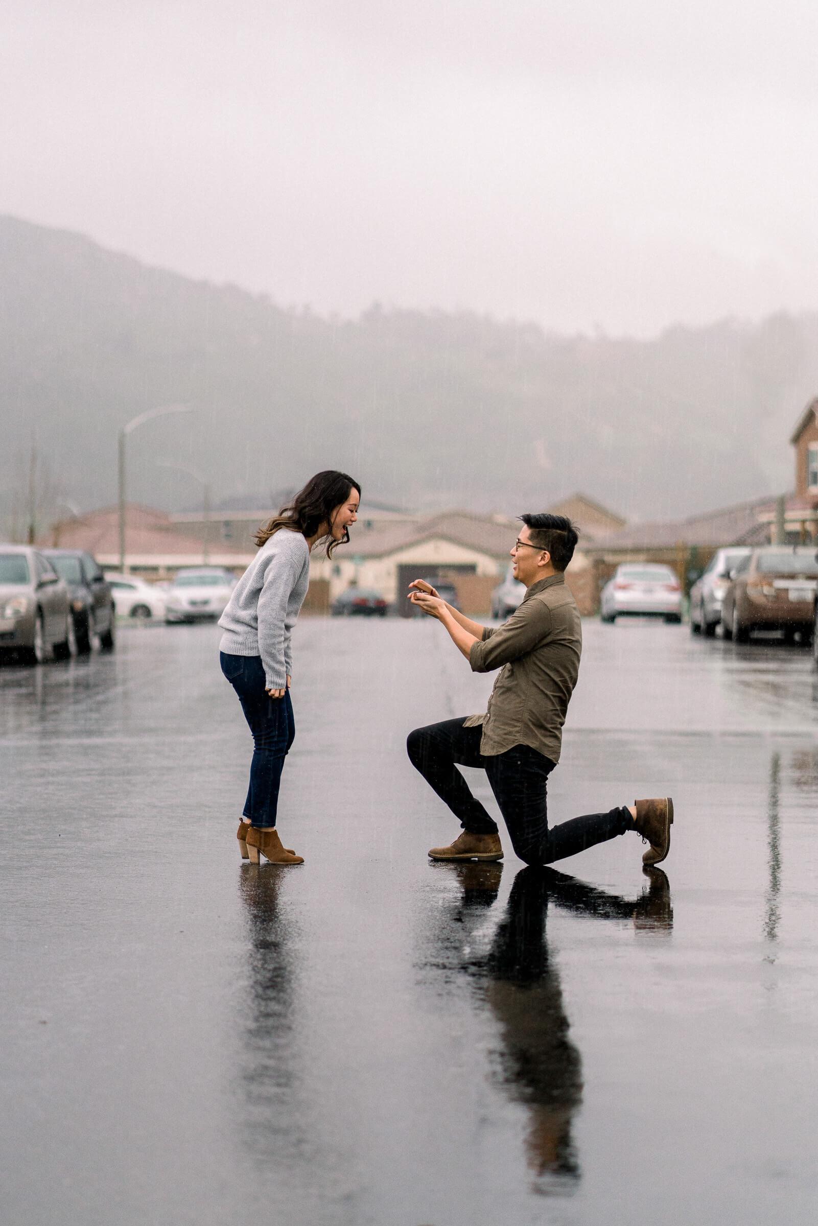 rainy-surprise-proposal-17.jpg
