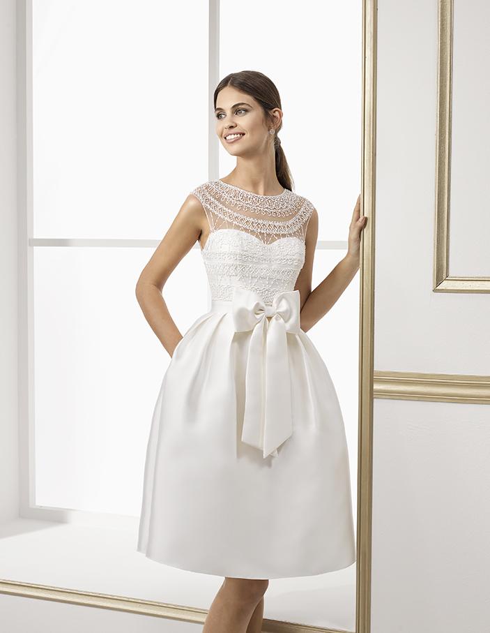 Schleifen - All about bows! Verspielte Details wie beispielsweise Schleifen liegen in der Kollektion 2018 voll im Trend. Ob gross oder klein, an der Taille oder am Rücken - Schleifen schmücken nächstes Jahr die Kleider vieler Designer.