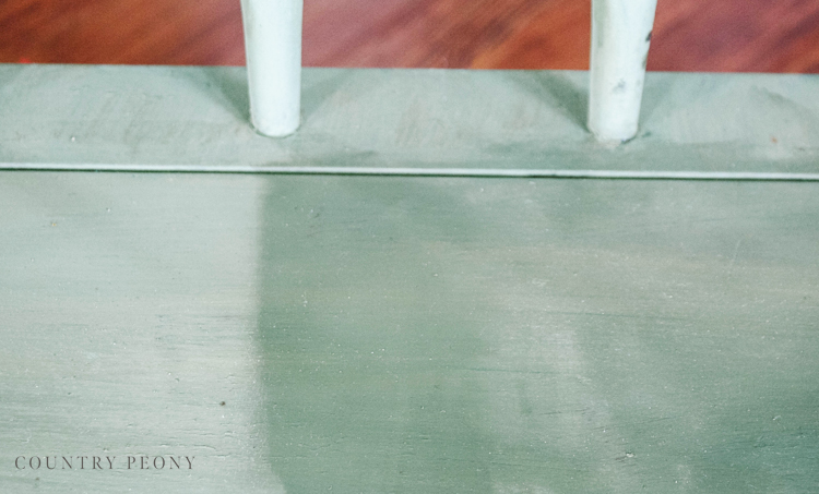 DIY Bench Makeover with Boxwood Green Miss Mustard Seed Milk Paint
