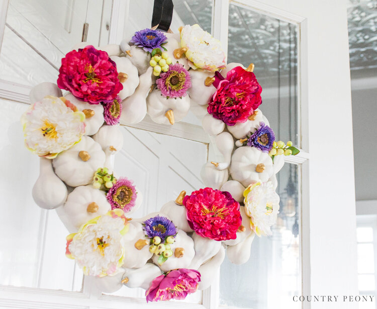 DIY Fall Farmhouse Chalk Style Pumpkin Wreath - Country Peony Blog