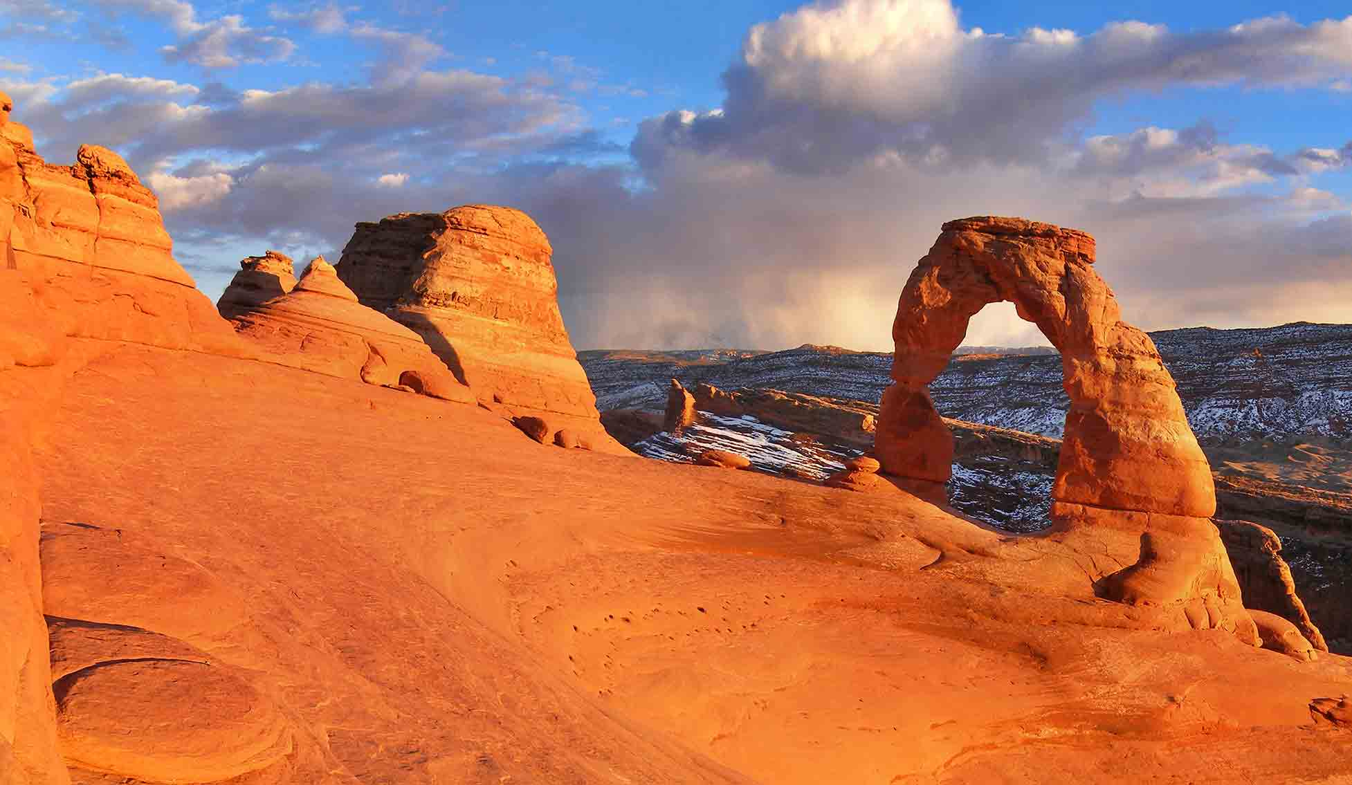 Delicate arch in Arches national park in Southern Utah. Close to Zion Village Townhome Vacation Rentals and Warner Gateway