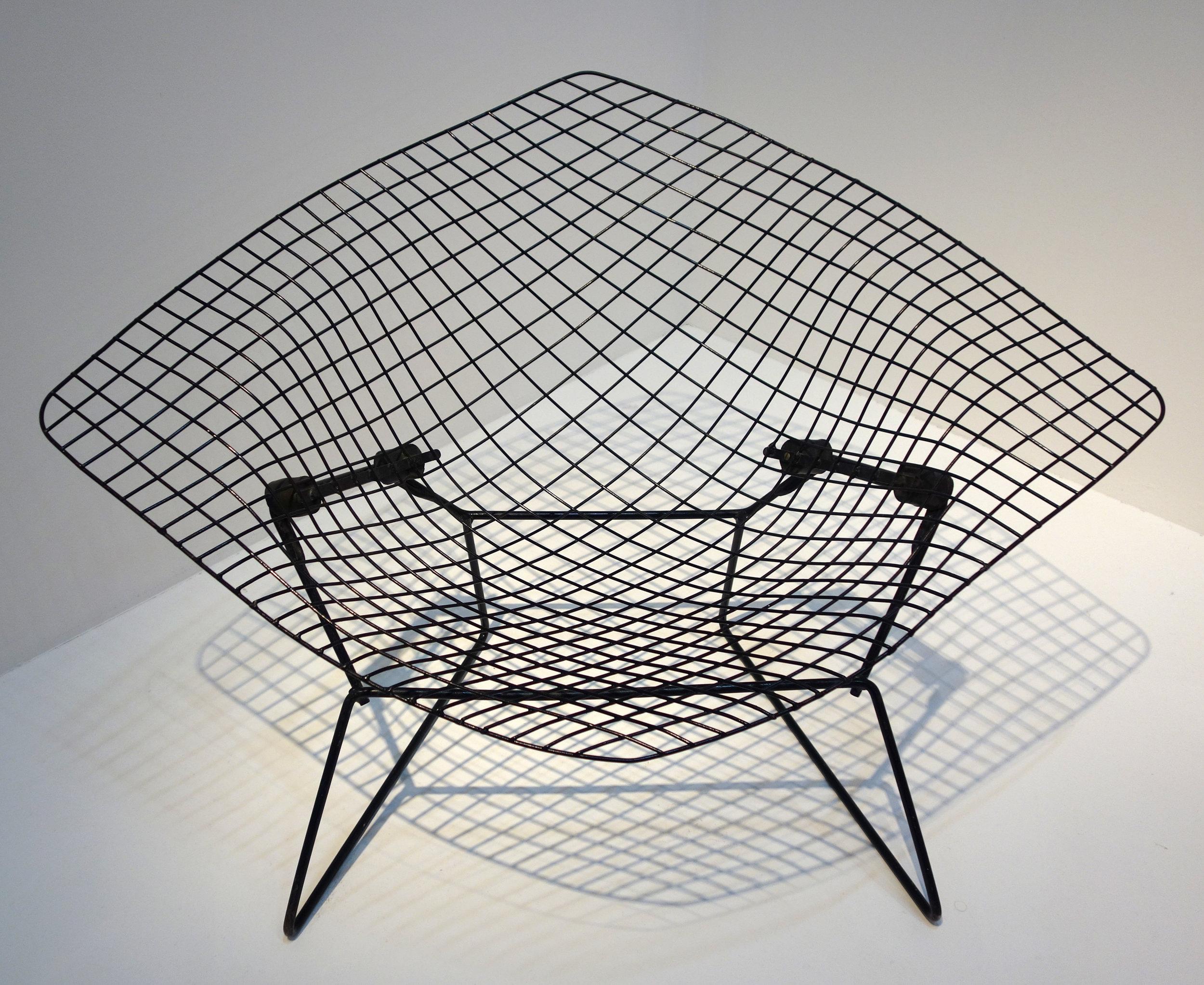 Diamond_Chair_-_Harry_Bertoia,_MNAM.jpg