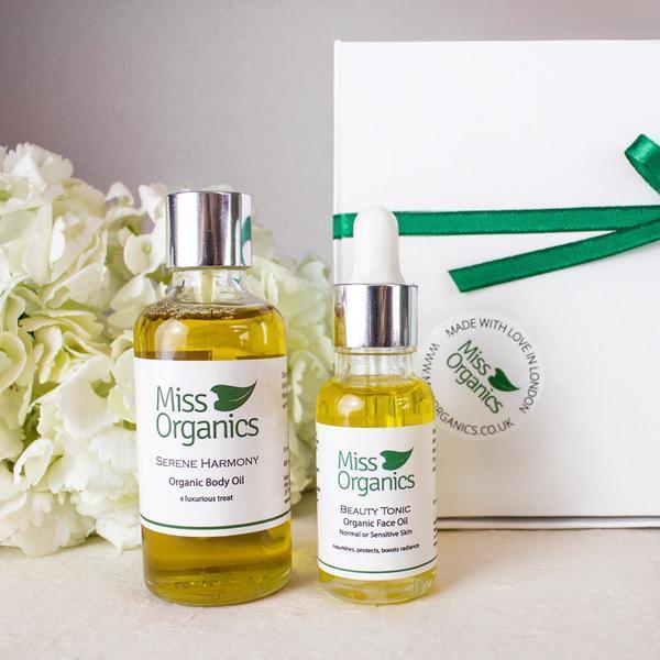 nourish-and-glow-organic-skincare-gift-set-grande.jpg