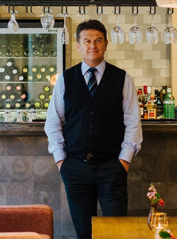 Peter Borg-Neal, CEO Oakman Inns  portrait.jpg